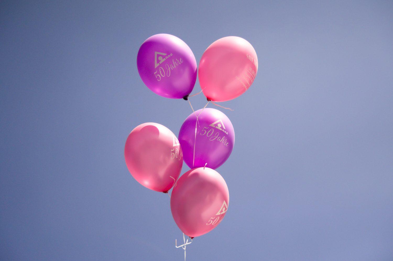 Luftballons zum 50-jährigen Jubiläums des RAZ